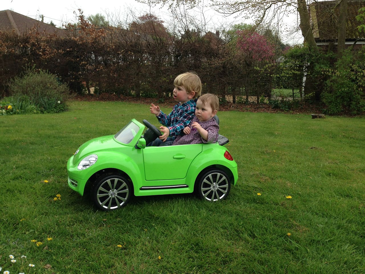 Sam & Ellie out for a quick drive!