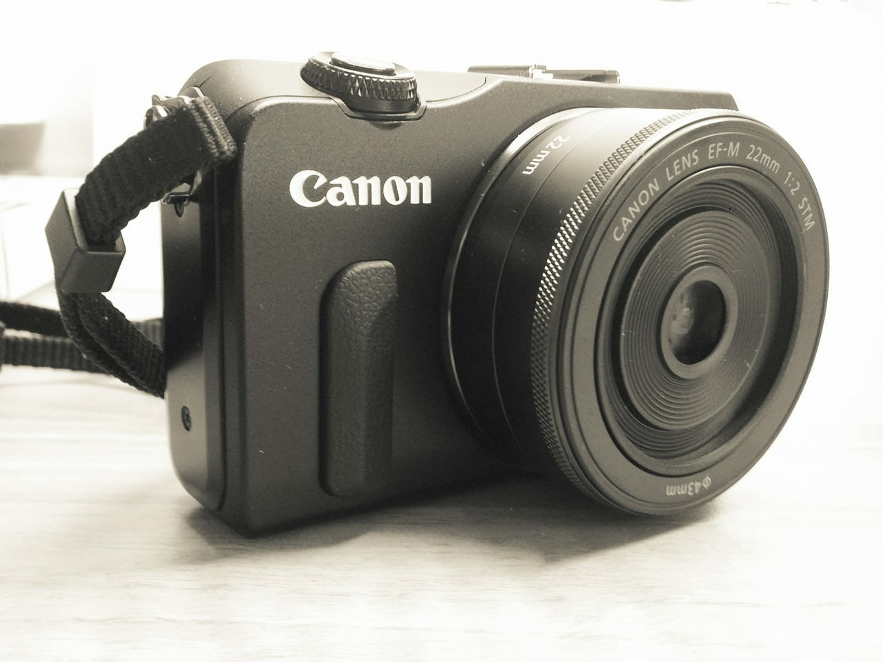 Canon EOS M (18Mpx Mirrorless) – Ignore the reviews… It's great!
